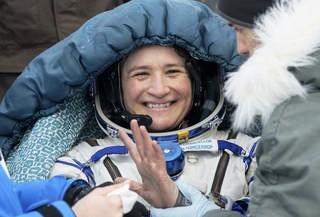 Astronautas regresan a la Tierra desde la estación espacial.