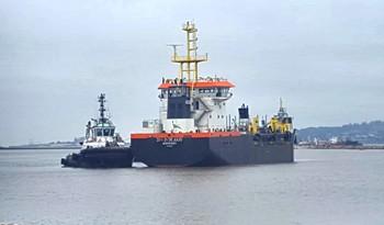 """Primera prueba de navegación de draga """"21 de Julio"""" de la Administración Nacional de Puertos fue un éxito"""