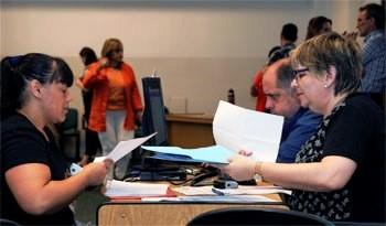 Primaria mejora situación laboral de 275 auxiliares de servicio de escuelas públicas