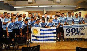 Gobierno entregó Pabellón Nacional y banderas de Gol al Futuro a la selección uruguaya de fútbol sub-20
