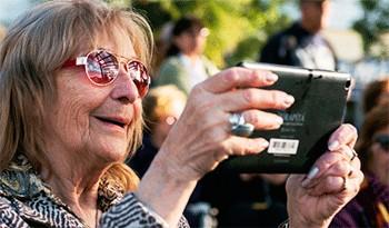 Plan Ibirapitá inscribe a jubilados de todos los departamentos de Uruguay para que reciban tabletas digitales