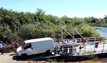 Quedó operativa la balsa para traslado de personas y vehículos sobre el arroyo Agua Sucia en Sarandí del Yí