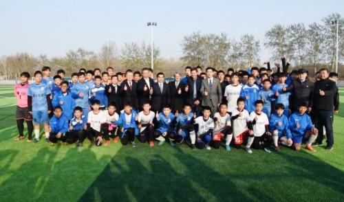 Uruguay inauguró en Tangshan la primera Escuela Internacional de Fútbol uruguayo.