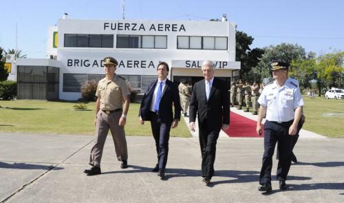 Presidente Tabaré Vázquez y electo Luis Lacalle Pou viajan juntos a la asunción del nuevo mandatario argentino Alberto Fernández