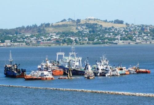 Administración de Puertos cedió espacio en Puntas de Sayago para desguace de 25 barcos abandonados