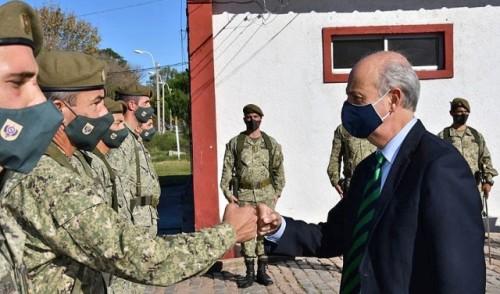 Ministro de Defensa visitó regimientos de caballería de Montevideo y Canelones