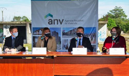 Gobierno convoca a inversores para culminar obra y ofrecer unas 1.200 viviendas en Ciudad de la Costa