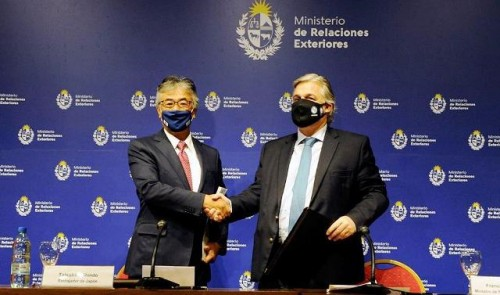 Uruguay y Japón firman convenio para incentivar la inversión bilateral