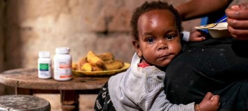 Casi la mitad de los niños con VIH no tiene acceso a tratamiento, alerta ONUSIDA