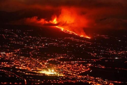 España: La lava del volcán de La Palma avanza a 700 metros por hora